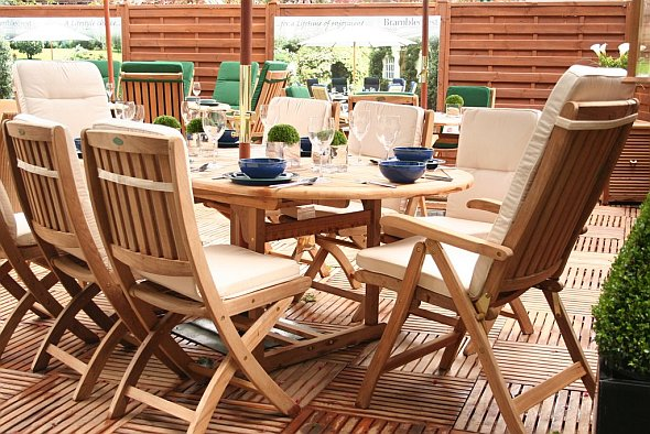 Merveilleux Teak Outdoor Garden Furniture Doesnu0027t Require Additional Oils Be Added To  The Finish Of The Wood. Minimal Care And Maintenance Is Involved To Aid The  Wood ...